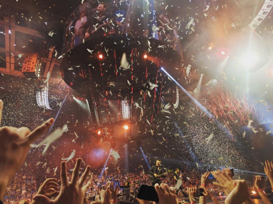 21 июня 2016. СК Олимпийский. Британская рок-группа Muse вернулась в Москву, чтобы показать своей фан-базе супер-шоу на круглой сцене и закрыть свой грандиозный мировой тур «Drones World Tour».