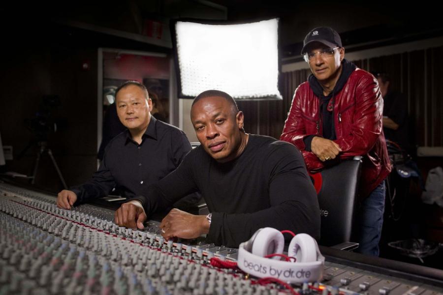 Dr. Dre  и Джимми Айовин Apple