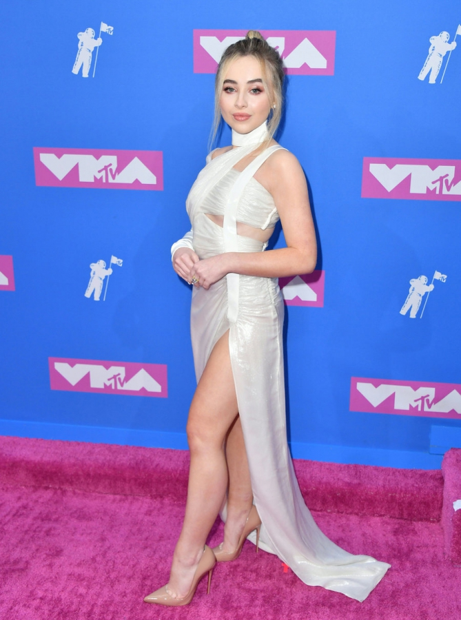 sabrina-carpenter-mtv-vmas-arrivals-август-2018
